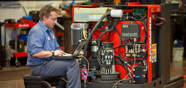 Technician, Service, Lift Truck, Forklift, Warehouse