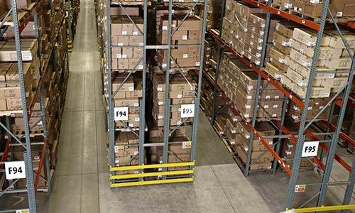 pallet racking, very narrow aisle warehouse