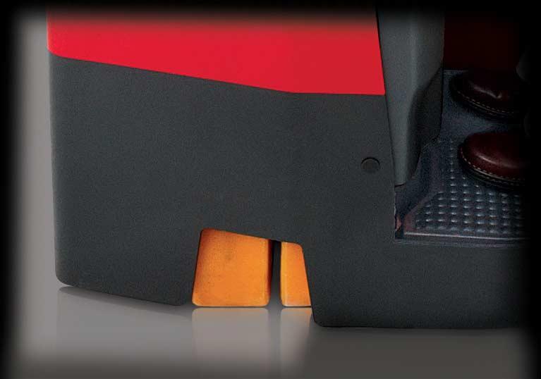Raymond 4250 Stand Up Counterbalanced Truck Dual Steer Wheel Design